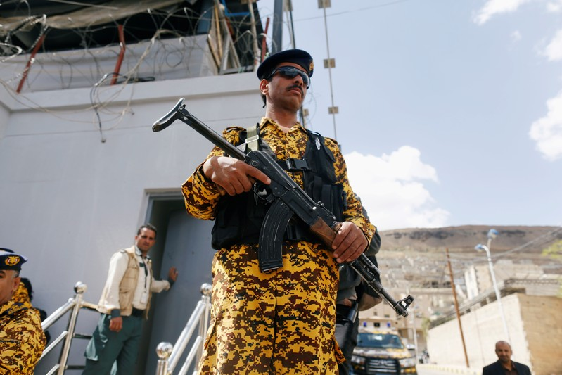 Yemeni Houthis halt missile attacks on Saudi coalition, raising peace prospects